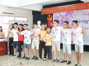 Expressing thankfulness to all teachers in Viet Nam Teacher's Day